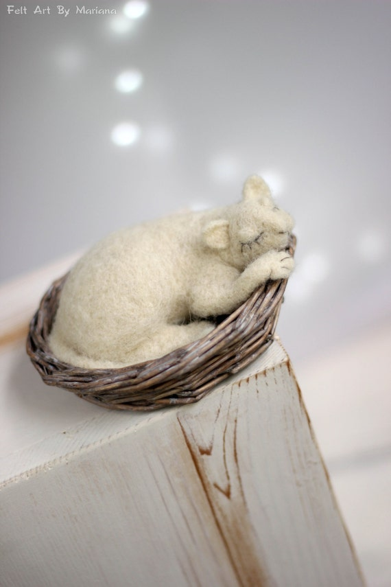Needle Felt Cat In Basket - Dreamy White Cat In Basket - Needle Felted Cat Doll - Needle Felt Art Doll - Lazy Cat In Basket - Art Doll