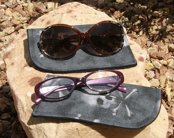 Silver Skull Eyeglass/Sunglasses Case