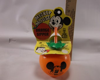 NEW NOS Vintage Mickey Mouse Walt Disney Productions Orange Sipper On Card.epsteam