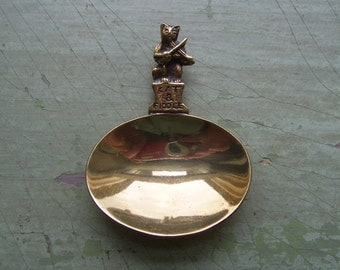 A Vintage Brass Tea Caddy/Caddy Spoon - Cat & Fiddle - Circa 1950's.