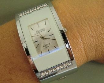 Lady Stainless Steel white Bracelet Quartz Wrist Watch