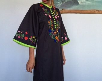 1960's/1970's Floral Embroidered Bell Sleeve Caftan Dress