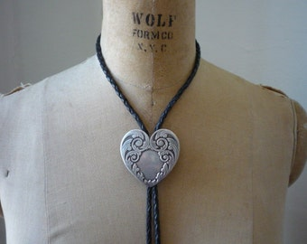 Beautiful Vintage Southwest  Sterling Silver Heart Bolo Necklace