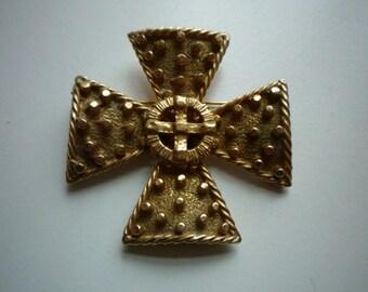 Vintage Accessocraft Gold Tone Maltese Cross Pendant Brooch Pin