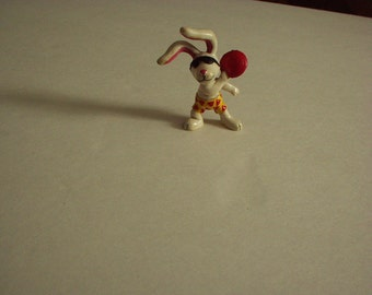 "Vintage 1989 APPLAUSE 2.5"" BEACH BUNNIES Rubber Toy Adorable Figurine #2 Playing Frisbee - Very Rare Collectible"