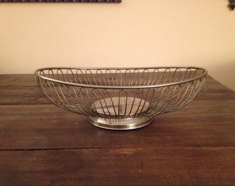 Vintage wire basket, 1960. Bread basket, fruit bowl. Silverplated