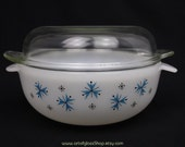 Phoenix Pyrex Snowflake casserole dish/bowl