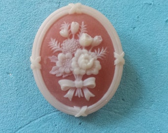 Vintage AVON Cameo Flower Pin 1970's