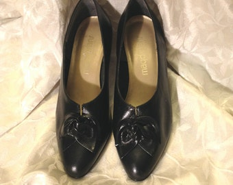 Vintage 70s black leather pumps California Magdesian black shoes SZ 7W