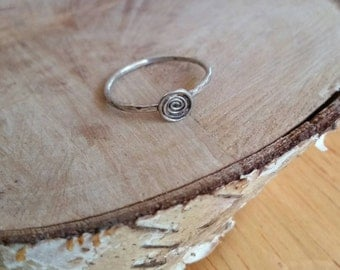 Hammered sterling silver spiral ring. Sterling silver ring. Simple hammered sterling silver ring. Spiral ring. Hammered silver spiral ring.