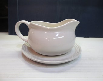 HIC Hotel Gravy Sauce Boat with Saucer Stand, Fine White Porcelain 24 oz