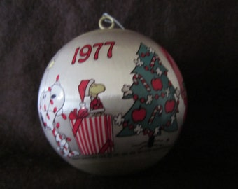 Vintage Hallmark Keepsake Snoopy And Friends, Peanuts  Satin Christmas  Tree Ornament, 1977 Tree Decoration.