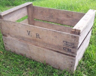 VINTAGE PRE WAR apple bushel fruit box crate 1920s