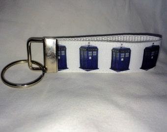 Doctow Who TARDIS strap keychain