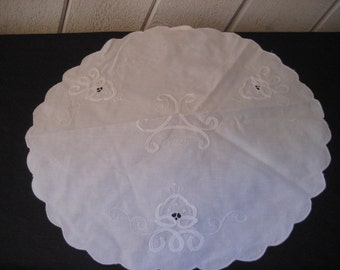 Round white applique doily, cloth fabric doily, shabby farmhouse, cottage chic decor
