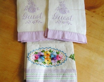 Set of 3 Vintage Hand Embroidered Linen Guest Towels In Lavender and White Cottage Chic Flowers Floral Pattern Fingertip Bath Towels
