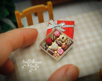 Super realistic miniature chocolate in chocolate box, Doll house miniature, miniature food