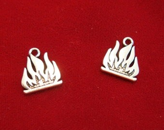 """5pc """"flames"""" charms in antique silver style (BC874)"""