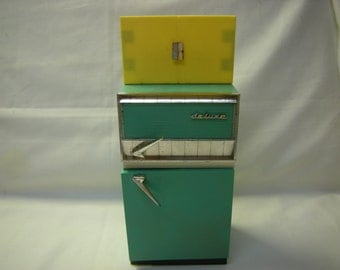 vintage barbie toy-refrigirator-1960's toy-Deluxe Reading Corp-racks inside-collectibles-