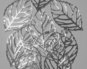 10 charms leaf in hypoallergenic metal silver-plated. 55mm.