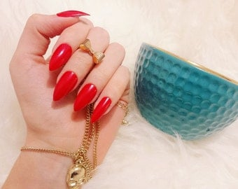 Classic Claws - Red Press on Nails