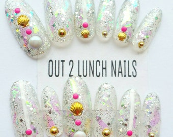 Mermaid,Glitter,iridescent,broken glass, sparkle,shells,press on nails,fakenails,falsenails,nail art,