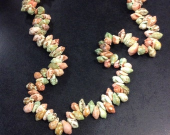 Green and peach shell necklace