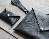 Genuine leather envelope clutch bag with matching purse in Textured Black Leather