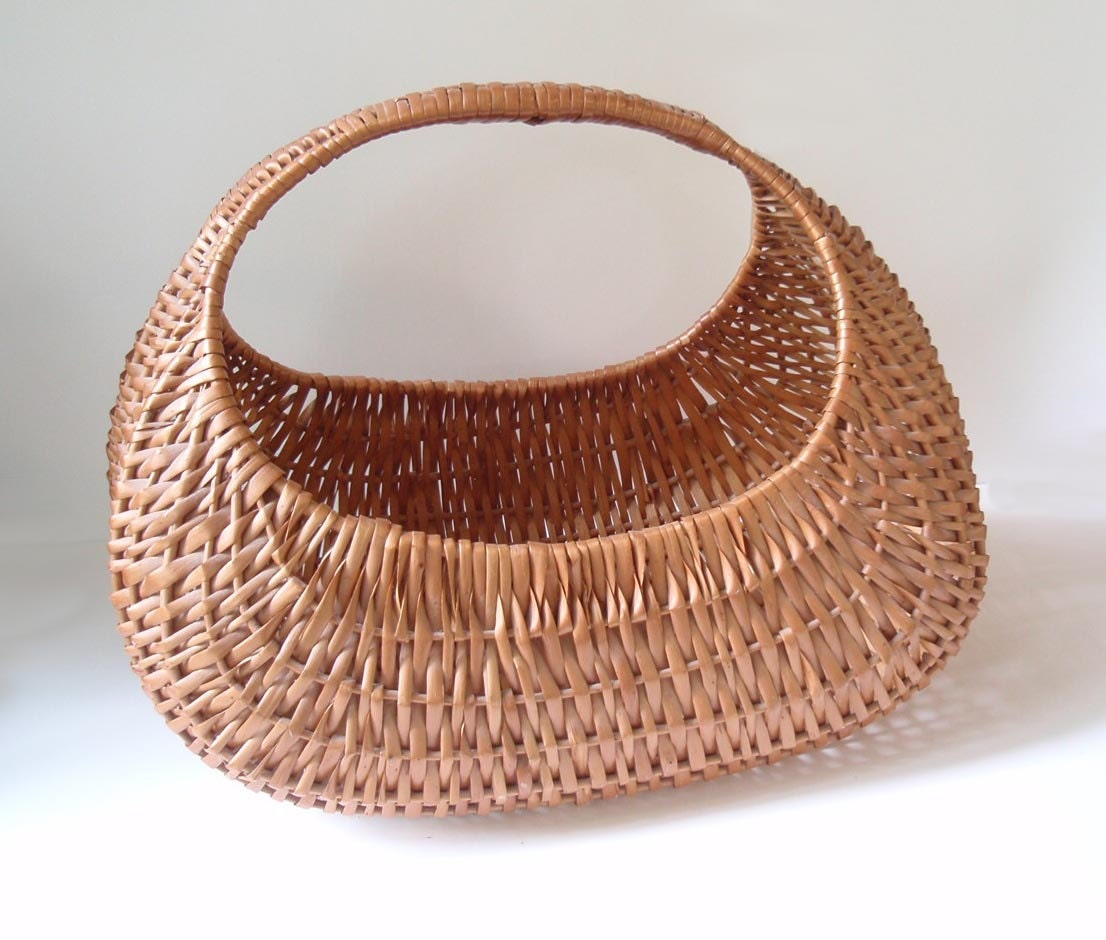 Woven Gathering Basket : Huge woven wicker basket gathering market