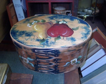 Vintage Hand Painted Oval Wood Box, Shaker Style, Primitive, Quality, WAS 30.00 - 50% = 15.00