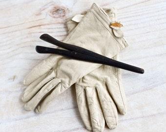 Ebony Glove Stretcher