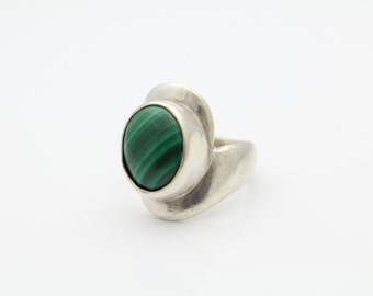 Heavy Modern Ring With Malachite Stone Set in Sterling Silver Size 6.5. [7413]