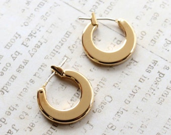 "Vintage Oscar De La Renta Small Gold Tone Oscar ""O"" Shaped Hoops Earrings #OS119"