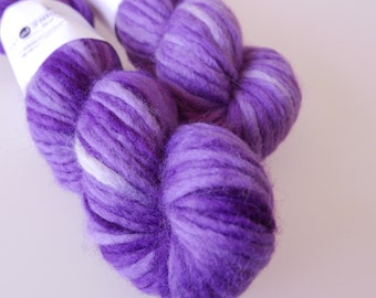 "Hand-dyed Chunky Yarn BFL ""Jacaranda"" 100g purple"