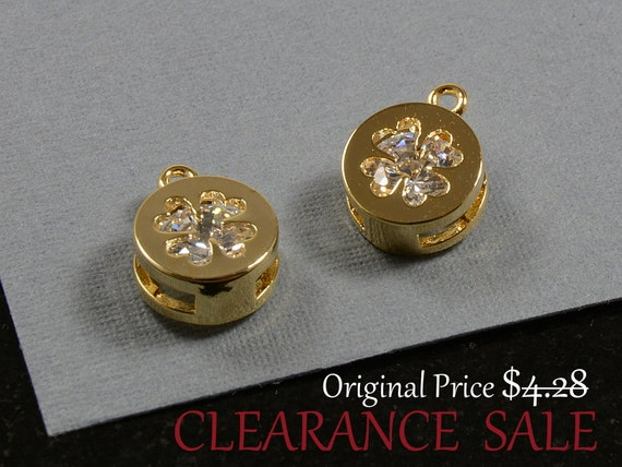 SALE - Clover Charm/ Gold Clover Pendant with Cubic Zirconia in 16K Gold Plating / 8.7mm in diameter - 2 pcs/ order