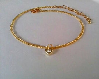 Exquisite ankle bracelet with a 'heart' shaped feature.