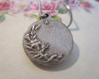 "vintage silvertone pendant 3/4""across on old chain 15""long very pretty"