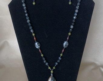 Natural stone necklace - Black/gray labradorite and jasper beads, hematite, silver clasp, Succor Creek  jasper pendant