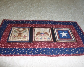 Patriotic Table Topper - FREE SHIPPING