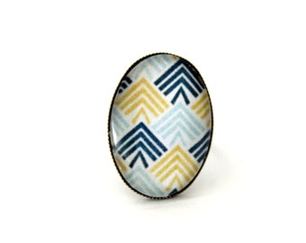 """Ring oval cabochon glass """"graphic triangles turquoise and yellow"""" vintage retro brass"""
