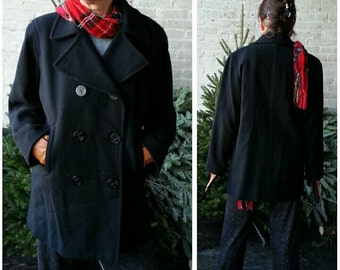 """Navy pea coat double breasted dark blue wool / 1980s vintage / classic handsome boxy shape / fits Hips 46""""/117cm women US sizes 8-14"""