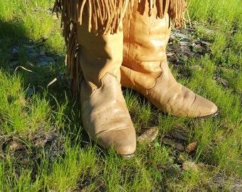 Little fringe leather boots