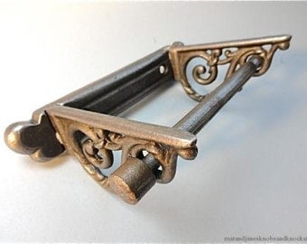 Beautiful cast iron Victorian style foliage toilet roll holder