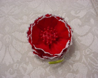 Vintage Red Enamel Flower Pin Brooch   ~ Pretty!