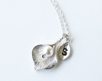 Silver calla lily necklace, Bridesmaid gift, Bridal necklace, Personalized necklace, Delicate flower pearl jewelry, Maid of honor gift
