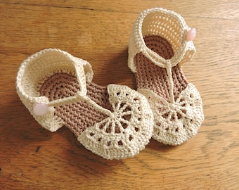 crochet pattern baby booties. Exquisite baby sandals. 0 to 6 months