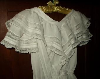 Girl's Victorian 1900 Dress White Cotton Large Ruffle Collar Lace Trim