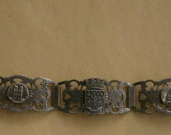 B436) A lovely vintage antique silver tone filigree French Paris tour Eiffel tower charm souvenir bracelet