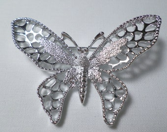 SARAH COVENTRY! Vintage Silver Tone Beautiful Butterfly Brooch Signed Sarah Coventry  DL#7071