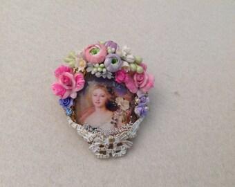 Vintage victorian huge ring ,English Garden, cabochon under glass,porcelain roses,rhinestones and pearls, porcelain roses